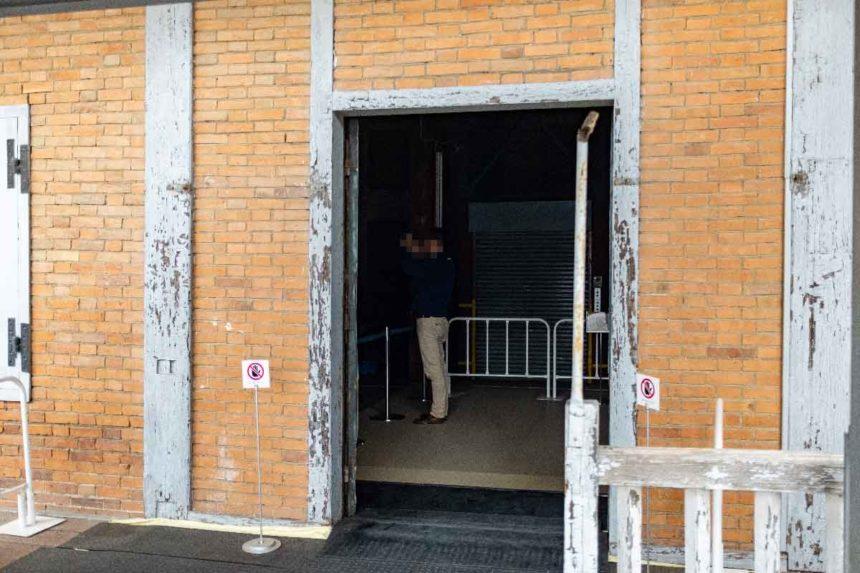 富岡製糸場の東置繭所の2階入り口