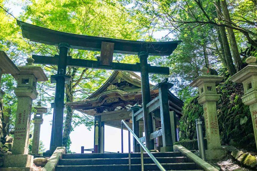 三峯神社の遥拝殿