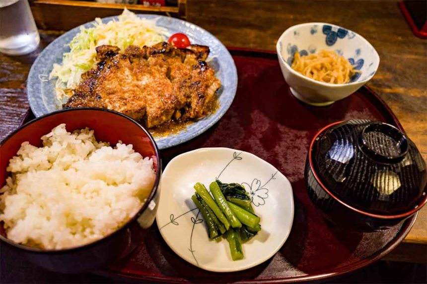 草津温泉「暖」の生姜焼き定食