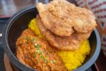 インドカレーと秩父名物わらじカツがまさかのコラボ!「秩父わらじカツカレー」が食べられる「ほんとのインド料理とカレーの店」