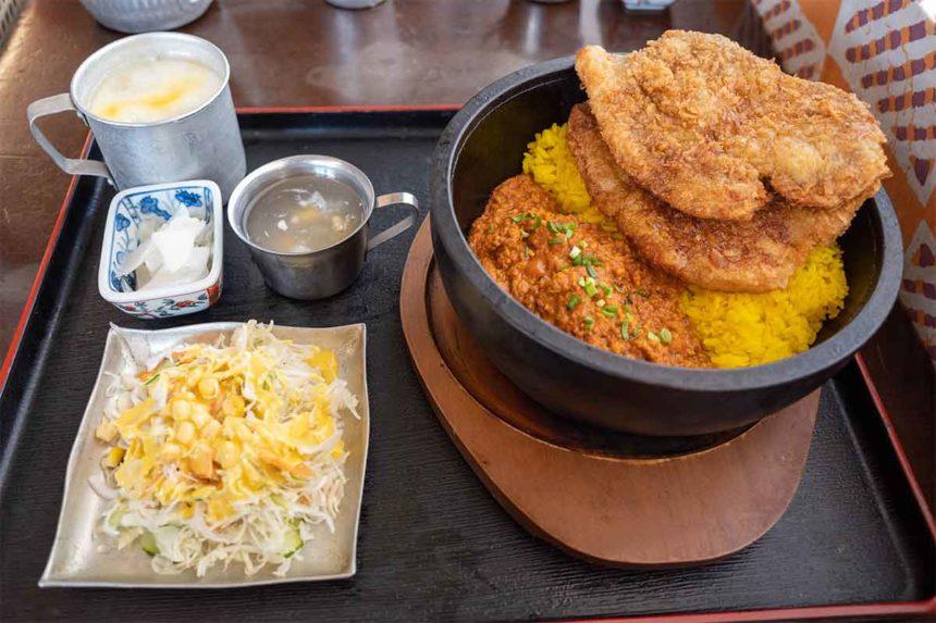 ほんとのインド料理とカレーの店の秩父わらじカツカレーのセット