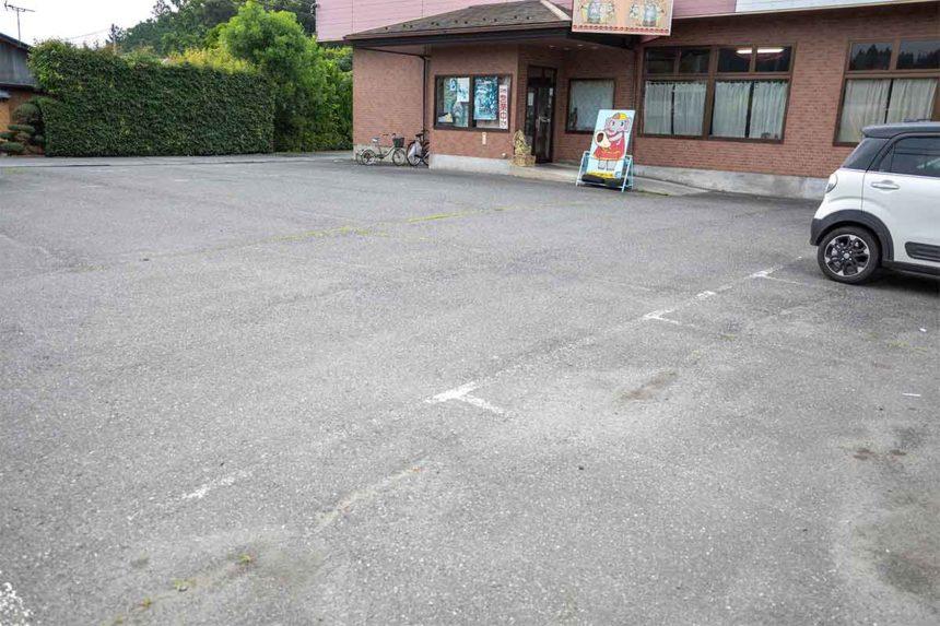 ほんとのインド料理とカレーの店の駐車場