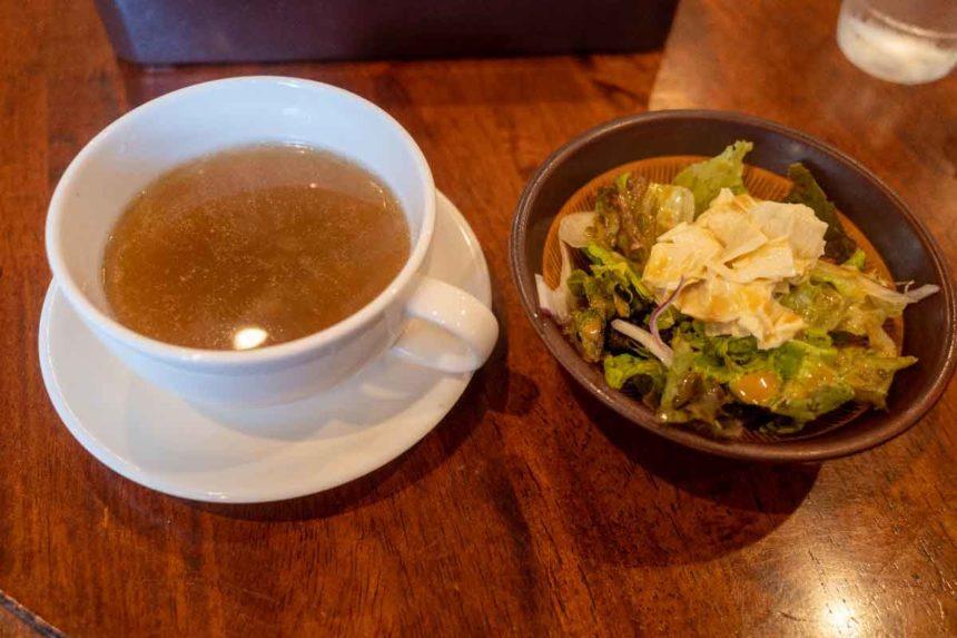 かまやの日光丼のセットのサラダとスープ
