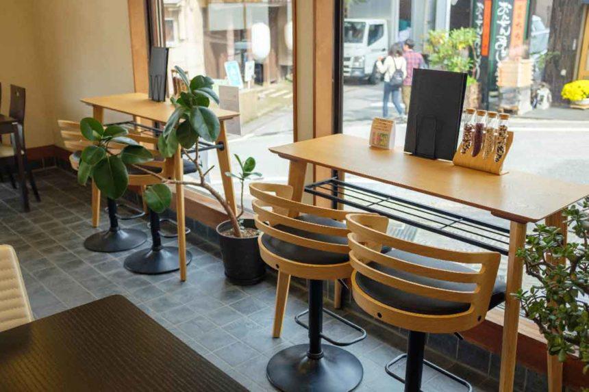 草津菓匠 清月堂 門前通り店のカフェの席