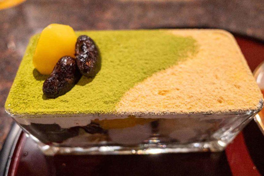 草津温泉「喫茶去」の抹茶と黒ごまプリンのパフェ